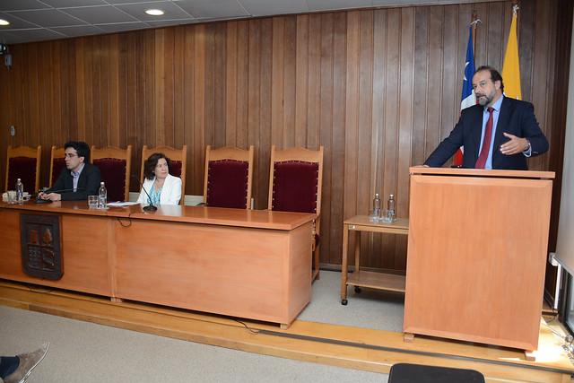 Profesora Isabel Lifante Vidal inauguró año académico del Programa Doctorado en Derecho UACh