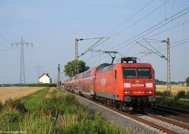 145 036-0 mit dem RE4 von Dortmund Hbf nach Aachen Hbf bei Herrath am 5.07.11
