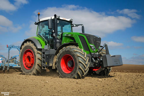First workday of a new FENDT 828 Vario 'ProfiPlus' tractor | by martin_king.photo