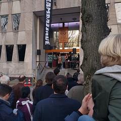 Onze Ambassade opening #onzeambassade #westdenhaag #langevoorhout #crowd #architecture