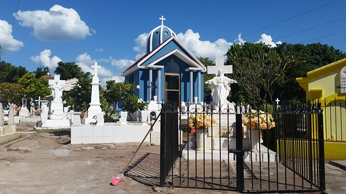 16-Cemetery-cleaning-near-Mazatlan-Wittig | by OURAWESOMEPLANET: PHILS #1 FOOD AND TRAVEL BLOG