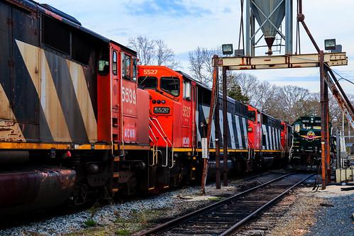 aberdeencarolinaandwestern acw acwr railroad norfolksouthern ns railway star northcarolina canadiannational cn emd sd60f 5539 5527 5548 sd402 6919