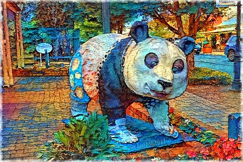 006313 rx100m6 hahndorf southaustralia australia ddg deepdreamgenerator textures texturen texture textur rahmen frame photoborder panda animal tier statue bunt colourful colorful colours colors colour farbig farbenfroh