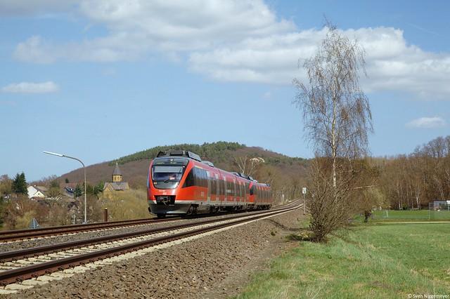 644 007 und ein weiterer 644 auf der Fahrt als RB24 von Köln Messe Deutz nach Kall bei Mechernich am 18.04.13