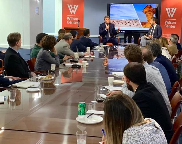 Uñac expuso sobre el desarrollo sanjuanino en un foro político en Washington (3)