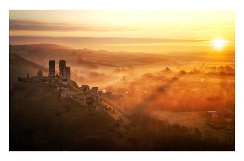 corfe castle castles uk england landscape landscapes landscapephotography landmark landmarks dorset sunrise mist sunrays hill canon efs1585mmisusm eos eos80d