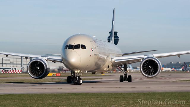 Etihad Airways Boeing 787-10 A6-BMD