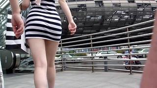 (09街拍,上海五角场)梦游人-[2010-09-11] 近距离拍摄穿着超短斑马连衣裙的美女,腿很嫩 [15P] 0305309201005048 | by cattyjojo