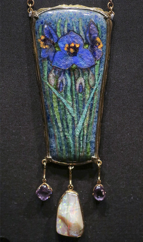 Pendant and chain, England, London, 1900, designed and made by Nelson Dawson