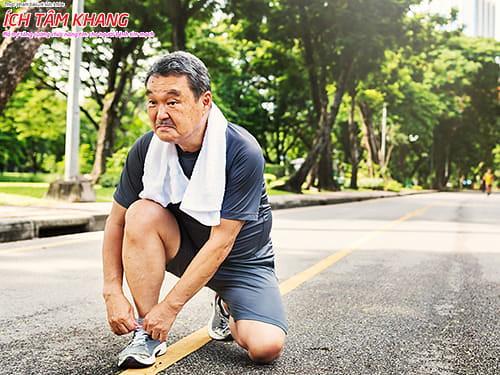 Thói quen đi bộ nhanh 30 phút mỗi ngày giúp tăng cường lưu thông máu.