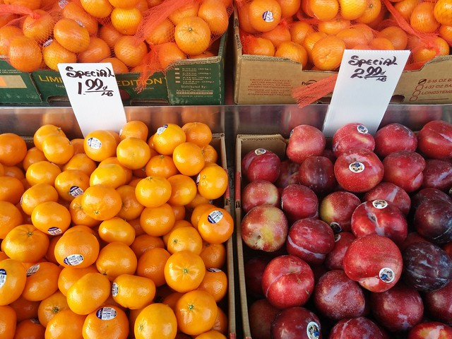 Special #toronto #koreatown #bloorstreetwest #goldleaffruitmarket #fruit #mandarins #mandarinoranges #orange #plum