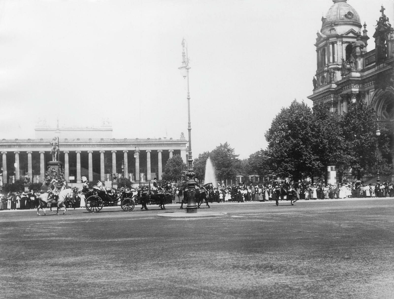 1910. Император Николай II В Берлине, поездка в Люстгартен