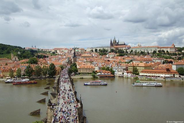 Karlsbrücke und Prager Burg in Tschechiens Hauptstadt Prag am 3.07.16