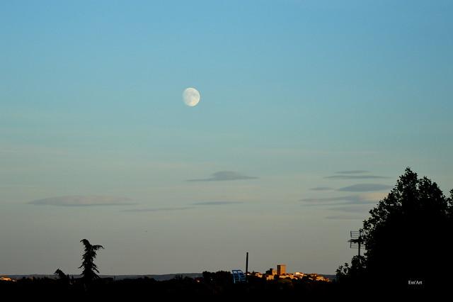 Lune sur Moussac, Gard