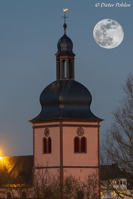 Moonrise over my Hometown