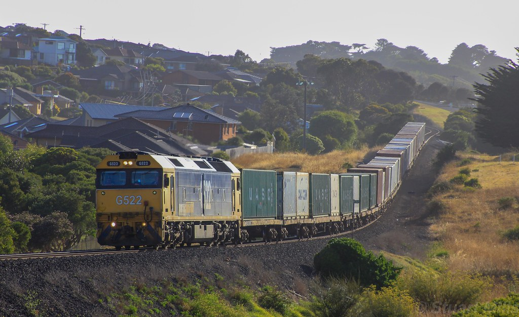 G522 rolls through the morning mist into Warrnambool on the WestVic container service