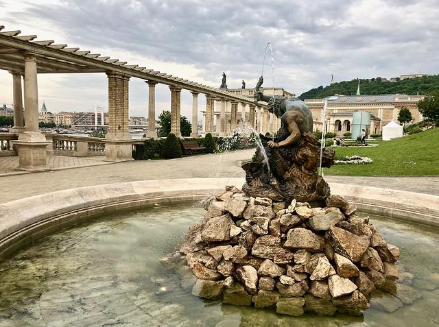 Várkert Bazár, fountain