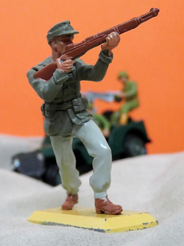 Toy soldiers, cowboys, indians, space men etc - Page 3 31573332927_e11d7fb83d_c