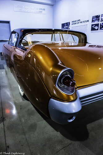 zajdowicz availablelight lightroom usa travel leica color gold colour car automobile classic concept 1955 mercurycurves design indoor inside petersenautomotivemuseum losangeles california light shadow reflections