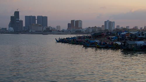 mekongriver phnompenh cambodia mekong river phnom penh sunset golden hour silhouette water cityscape sunny day sun sky redsky pentax pentaxkp pentax18135 pentaxlens pentaxart asia happy planet favorites life boat contrast social happyplanet asiafavorites