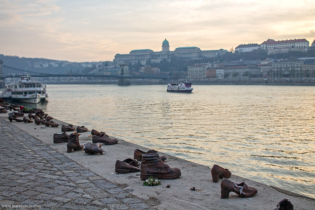 Scarpe sulla riva del Danubio