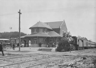 Canadian Pacific Railway station, Belleville, Ontario /   Gare du Chemin de fer Canadien Pacifique, Belleville (Ontario)