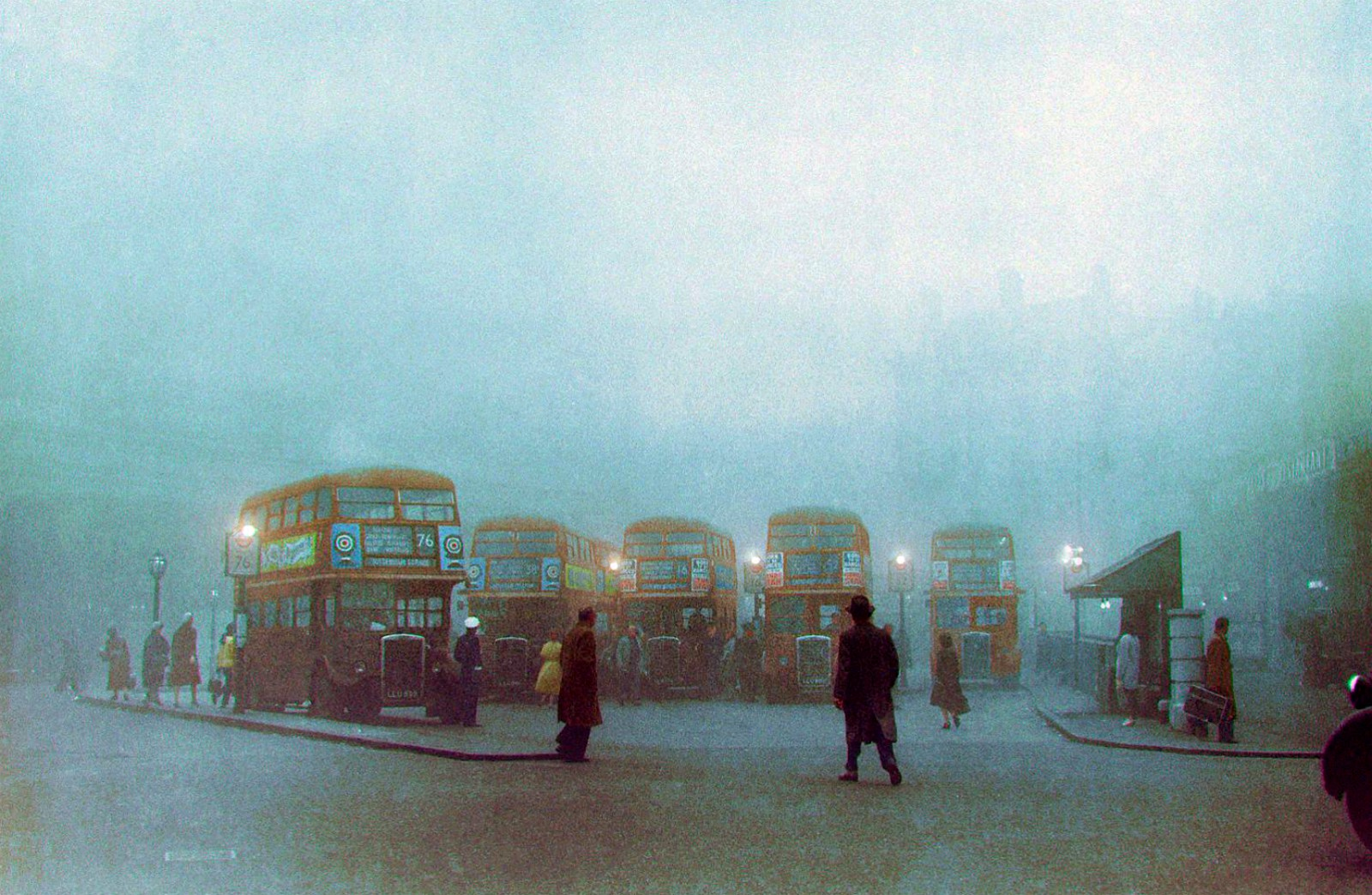 Transportes de Londres: carreiras 76, 38A, 16, 52, Londres (C. Stanley, 1959)Fog and smog at Victoria Station in 1959. (CollectionFB)