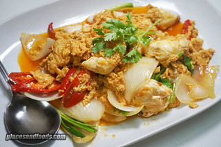 bangkok jay fai stir fried crab meat | by placesandfoods.com