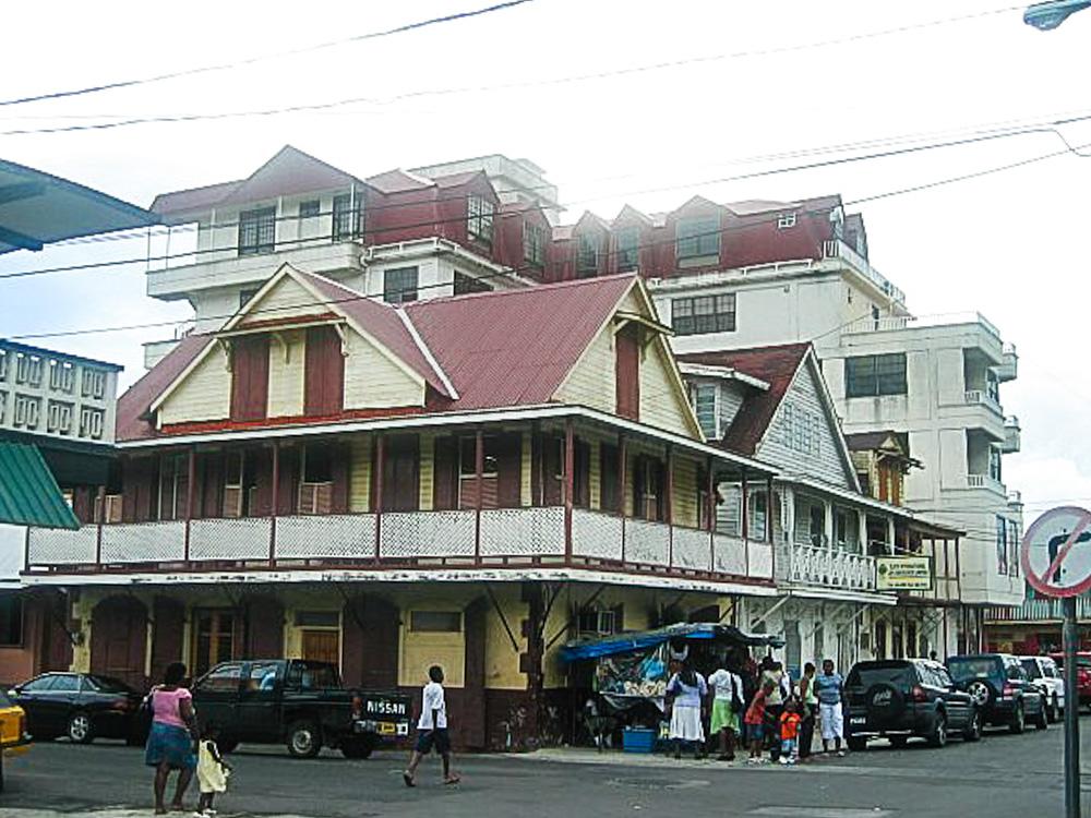 Dominica LR 8
