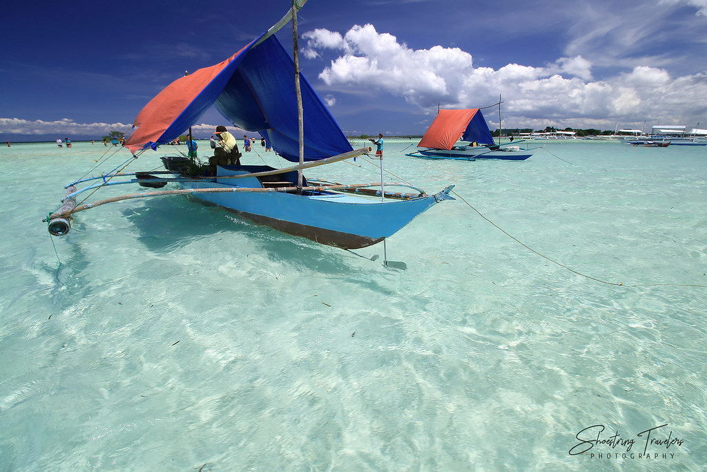 boats selling drinks and snacks at Virgin Island's sandbar, Panglao, Bohol