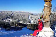 Bílá: pestrobarevné lyžování