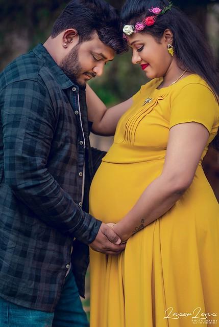 Holding the Future.... #maternityphotography #momtobe #maternityshoot #babybump #happyfeelings #love #fathertobe #photoshoot #likeforfollow #loveforever #maternity #instalike #bangalore #lazerlenz #photooftheday #couple #family #familygoals #familylife #f