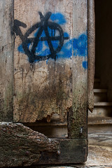 Anarchic door