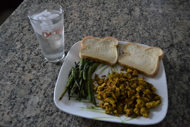 Tofu Scramble, Green Beans and Toast (Vegan)