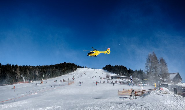 Action skiing