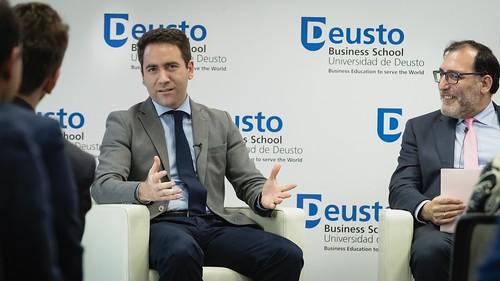 El secretario general del Partido Popular, Teodoro García Egea, clausura el Seminario de Blockchain en la sede de la Universidad de Deusto. (11/04/2019)   by PP Congreso