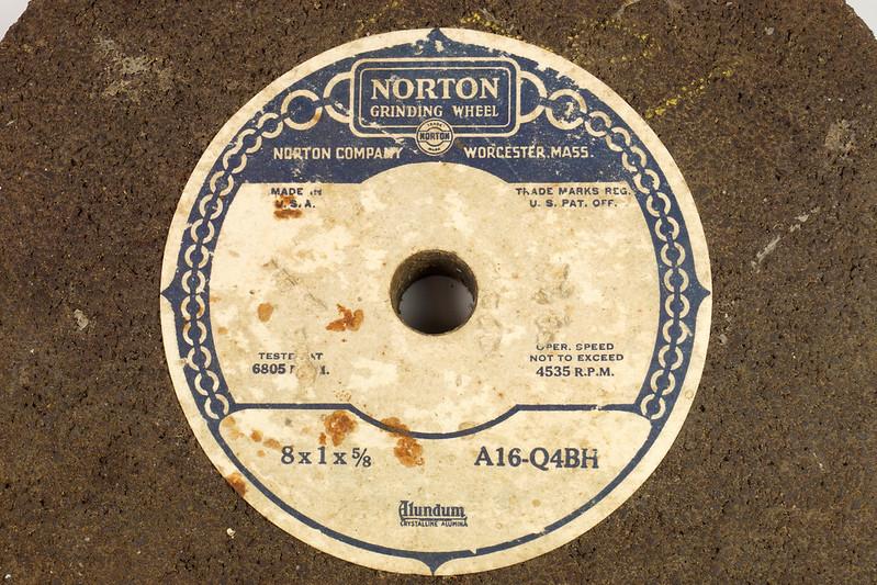 RD26948 2 NOS Vintage Norton Alundum Grinding Wheels A16-Q4BH DSC09919