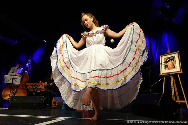 Maria Pilmaiquen Jenny: cocals, guitar, dance