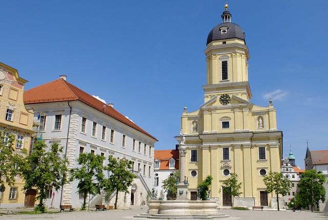 Neuburg a. d. Donau - Hofkirche and Marienbrunnen