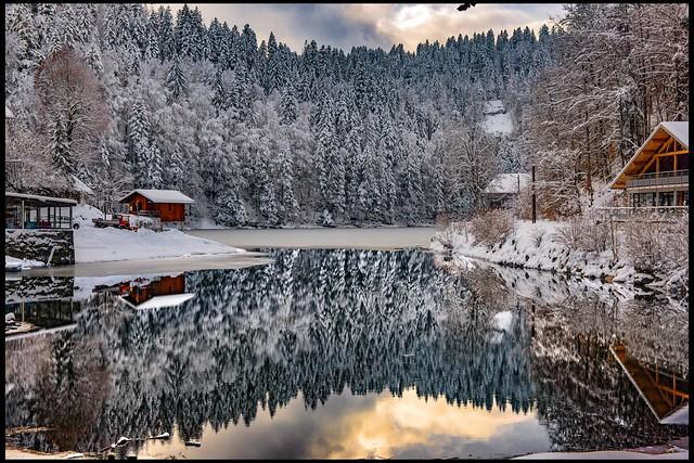 A Winter meditation.  Switzerland France :The left side : Switzerland The right side : La France .Izakigur 29.01.19, 14:02:12. No. 168.
