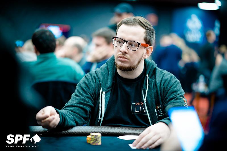 Хозяин казино играть играть в карты в дурака на раздевание i