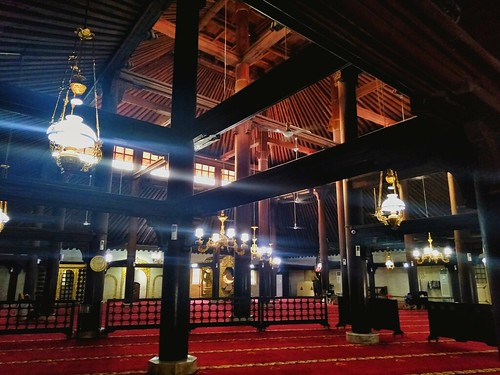 Bagian dalam Masjid Gedhe Keraton Yogyakarta (pict : Selly Juanisa H) | by genpijogja