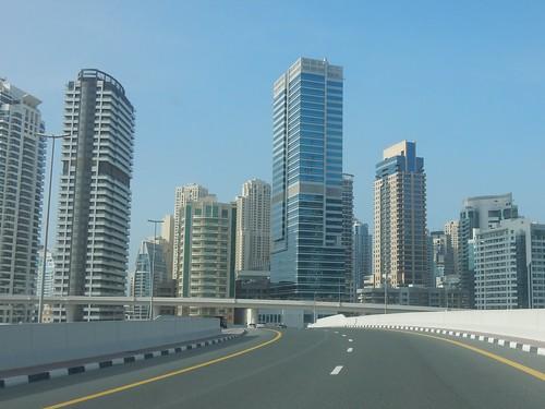 Snelweg naar Dubal Marina