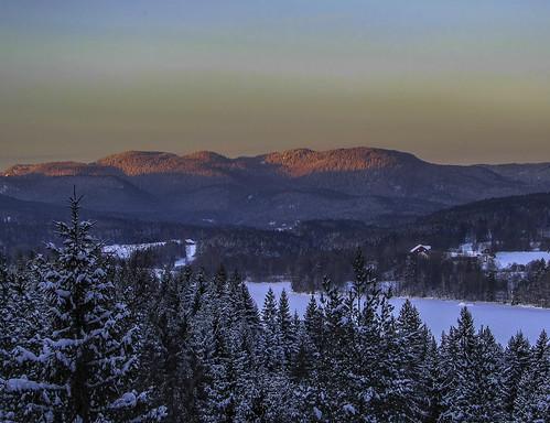 snow winter lake forest trees spruces hills countryside evening dusk sunset melancholy sander maridalen oslo maridalsvannet lakemaridal