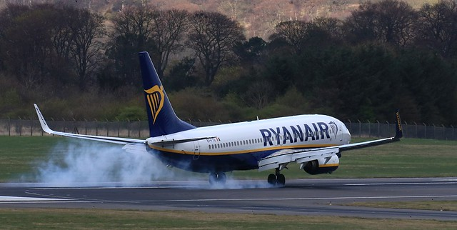 EI-FTS  Boeing 737  8AS   Ryanair  Edinburgh.  (IMG_1909)