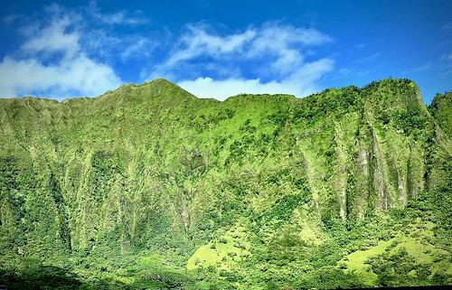 hawaii oahu green mountains