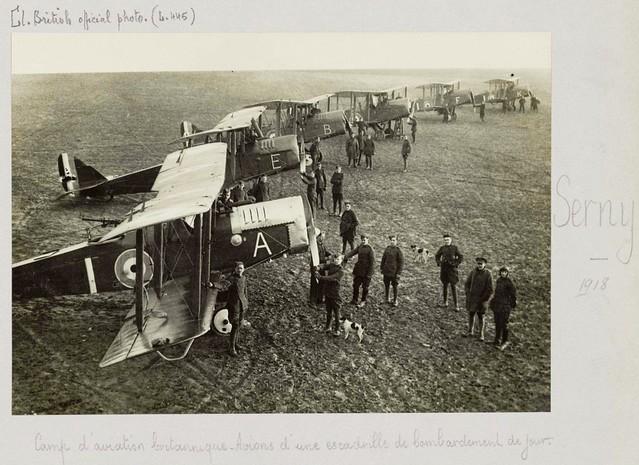 BDIC-Fonds-Valois_304-015_Serny(62145)_Camp-Britannique_1918_Image bombardier AIRCO DH 4
