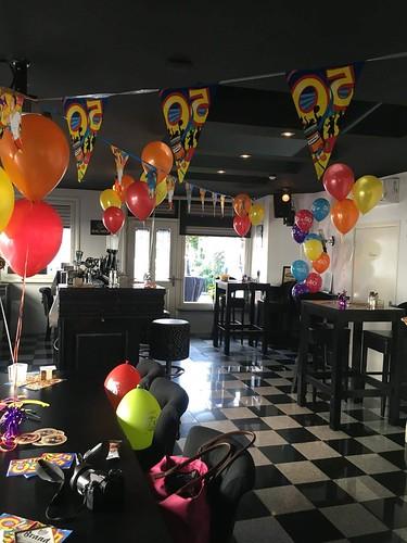 Tafeldecoratie 3ballonnen 50 Jaar Wijnbar Gapps Spijkenisse | by Globos Ballonnen