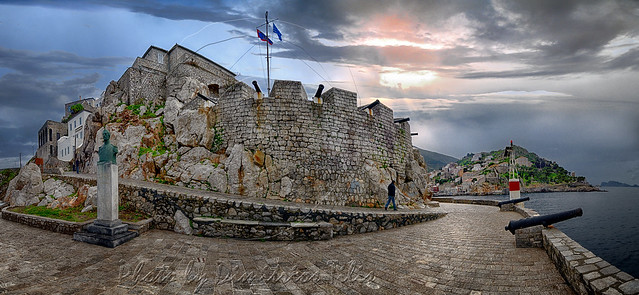 Ύδρα περιοχή Κάβο Κάστρο και προτομή Αντ.Κριεζή Hydra area of Kavo Castle and bust of Ant Kriezis panorama