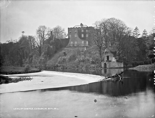 robertfrench williamlawrence lawrencecollection lawrencephotographicstudio thelawrencephotographcollection glassnegative nationallibraryofireland leixlipcastle leixlip cokildare riverliffey weir countykildare castle salmonleap demesne riverrye river ryewater boathouse